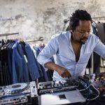 {:fr}MO LAUDI - Rencontre avec un artiste Sud-Africain prolifique !{:}{:en}MO LAUDI - Interview with...