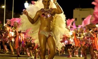 «São Vicente est un petit Brésil» : quand Cesária Évora chante le carnaval de son «Petit pays»