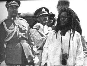 1966 : Mortimer Planno à l'aéroport de Kingston, lors de l'arrivée d'Haile Selassie