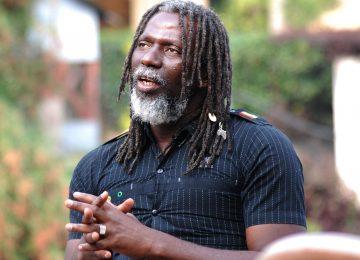 Un concert, une école : l'African Revolution de Tiken Jah Fakoly passe par l'éducation