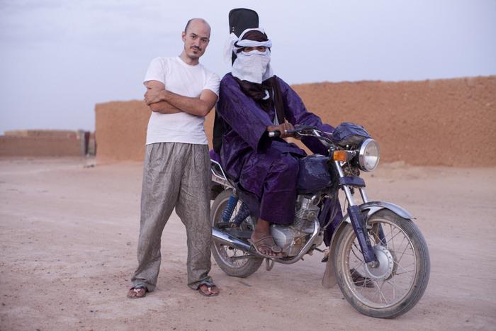 Chris Kirkley, fondateur du label, avec Mdou Moctar guitariste d'Agadez