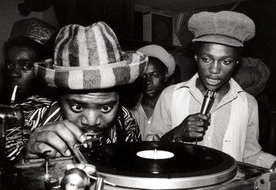 Les Sound System jamaïcains à l'honneur dans ce mix dancehall d'une heure