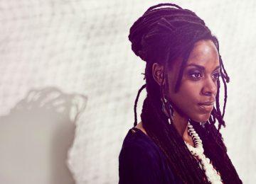Akua Naru sort un nouvel album, entre féminisme et poésie