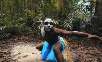 James BKS part en voyage identitaire dans son clip 'Kwele'