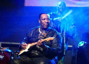 Dizzy Mandjeku: grand maitre de la guitare rumba