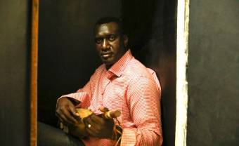 Bassekou Kouyaté résiste. Son arme: le ngoni!