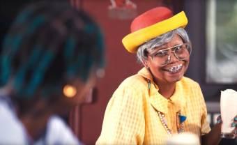 Le clip 'Young Boy' de Calypso Rose est une ode à la jeunesse pleine d'humour