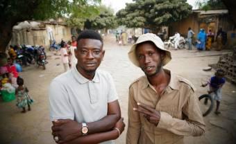 MC Waraba & Mélèké Tchatcho nous emmènent dans leur quartier de Bamako avec le clip de 'Yayoroba'