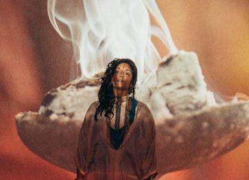 Maya Kamaty, suspendue entre les mondes