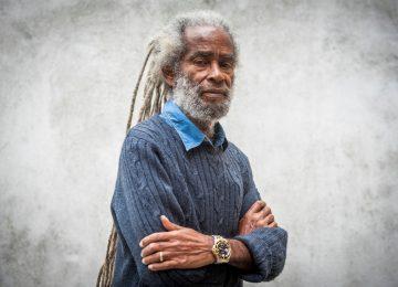 La légende du reggae Max Roméo est de retour avec un nouvel album, Words from the Brave