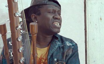 Le griot sénégalais Noumoucounda sort la vidéo de 'Yewala' avec Daara J Family