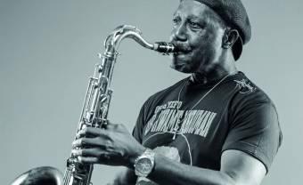Gyedu-Blay Ambolley revient aux sources avec son nouvel album 11th Street, Sekondi
