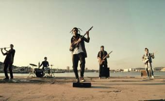 En prélude de leur prochain album, Aywa partage le clip estival de 'Lmouja'