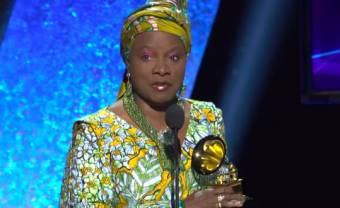 Angélique Kidjo dédicace son Grammy à Burna Boy
