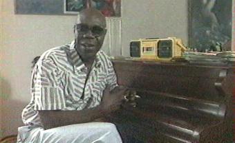 1989 : Quand Manu Dibango racontait ses débuts dans le docu 'Paris c'est l'Afrique'