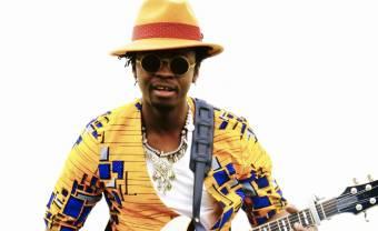 Moh ! Kouyaté et son Guinea Music All Stars dévoilent le clip coloré de 'Sêwa'