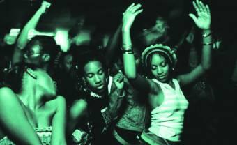 Mixtape : DJ Mellow vous fait faire le tour des îles de l'Océan Indien et des Caraïbes