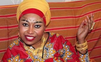 Zaza, la reine de l'impro des mariages comoriens