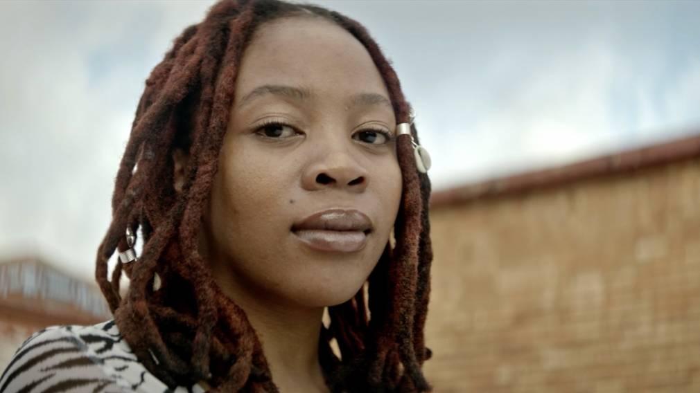 Urban Village célèbre la beauté des femmes noires sur « Dindi »