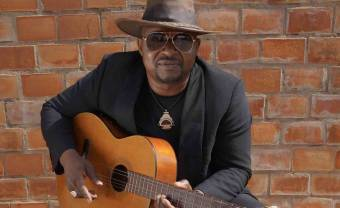Samba Touré continue de nous charmer avec son nouvel album Binga