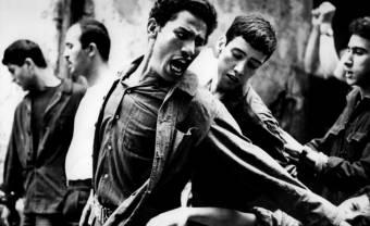 Du désespoir à l'espoir naquit un répertoire : la guerre d'Algérie en musiques