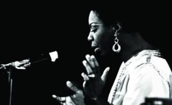 Magie, hospitalité, et noblesse : les années Montreux de la reine Nina Simone