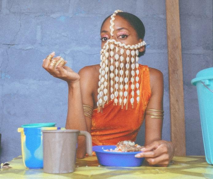 Asna révèle le clip de son premier single « Atalaku »